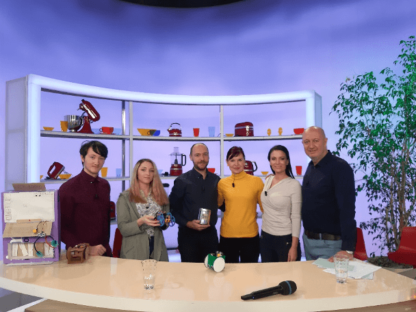 During the TV show, Martina Vycudilíkova, Project Manager for Research Organizations and Education and Petr Lelovski, teacher at the Emil Kolben High School talked about the experience of the pilot project SIC DigiEduLab – Digital Fabrication Lab and working with Robot in a Can